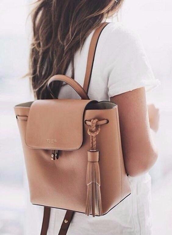 С чем носить городской рюкзак: 10 вариантов для разных стилей