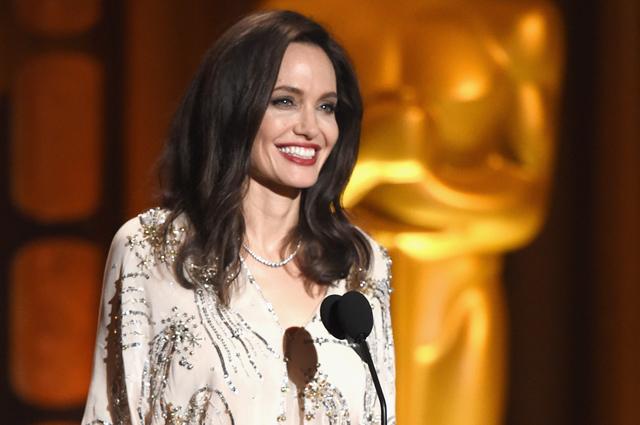 А. Джоли блеснула в элегантном платье от Elisabetta Franchi