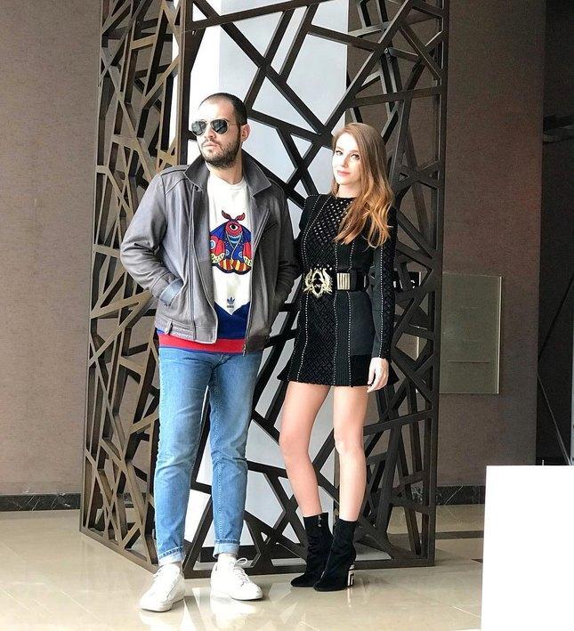 Нихан, Бихтер и Роксолана: как одеваются звезды турецких сериалов в жизни?