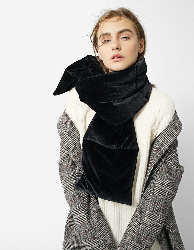 Горячий тренд зимы: 9 дутых шарфов, которые не захочется снимать — даже летом