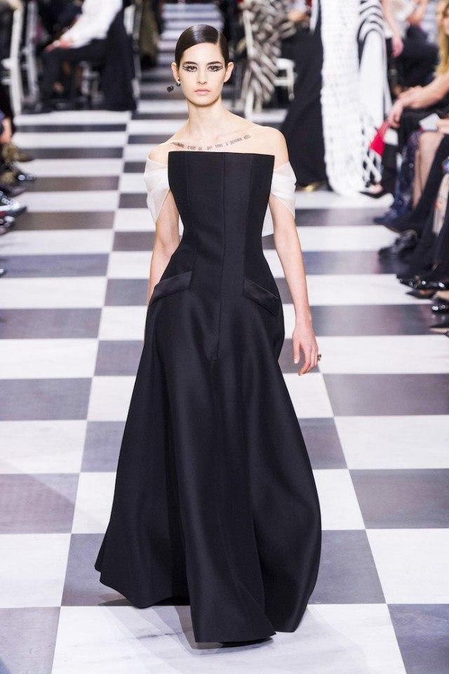 Море изящества и океан интриги: черные вуали и белый шифон в коллекции Dior SS18