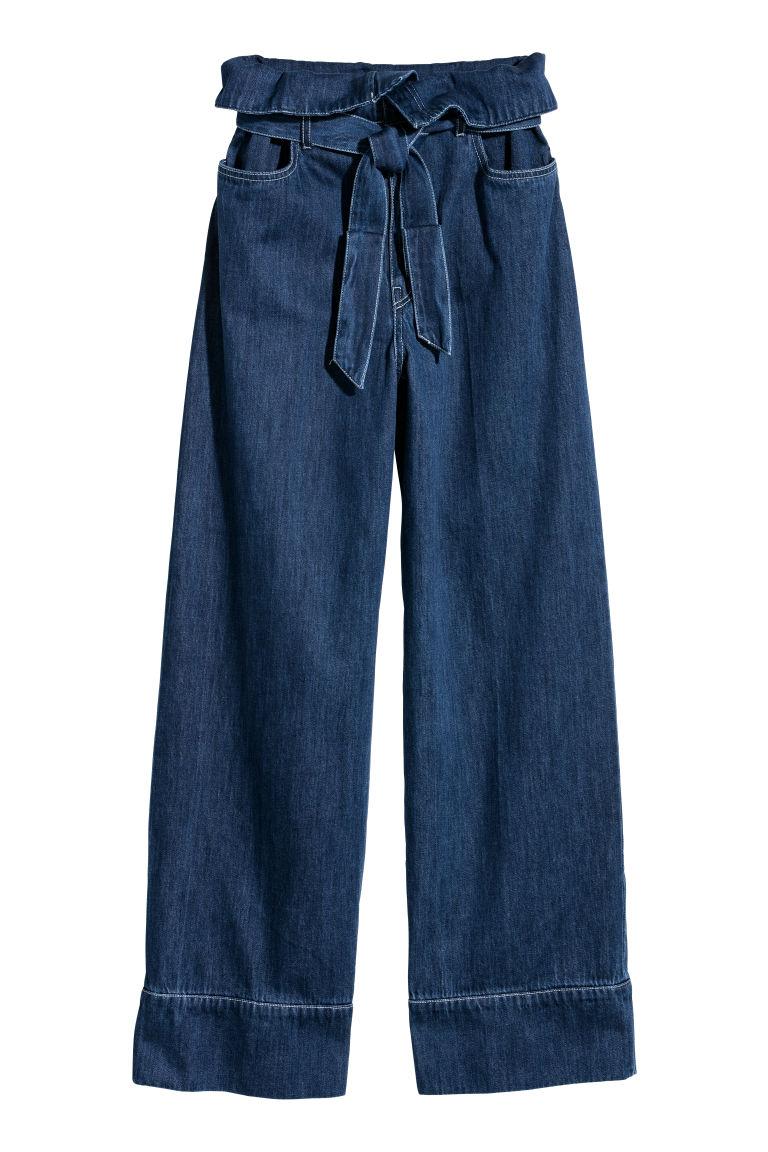 Приглушенно синий и грязный ультрафиолет: джинсовая мода 2018