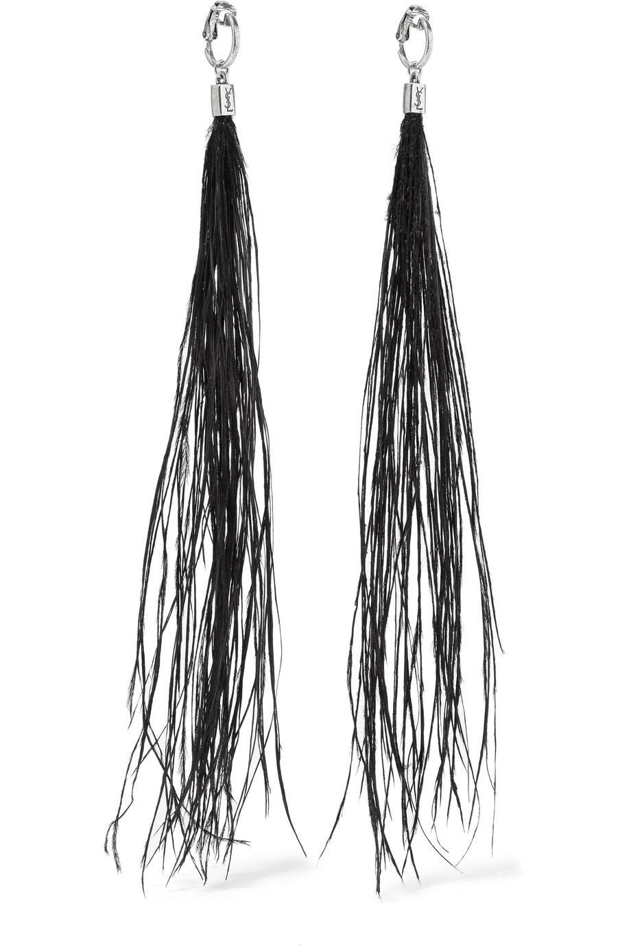 Как приручить серьги-кисточки: 10 модных способов для нового сезона