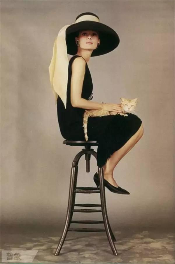 Одеться как Одри Хепберн: 8 вещей в стиле легендарной актрисы