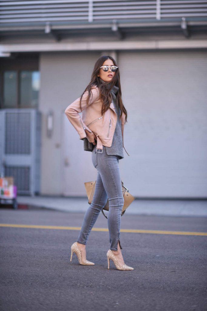 По стопам фэшн-блогеров: 7 образов в модном серо-розовом сочетании