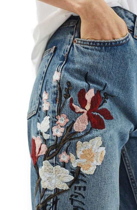 Как носить модный тренд — вышивку на дениме: 11 ярких вариантов