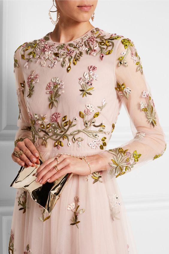 Горячий тренд весны 2018 — цветочная вышивка, которая сводит с ума