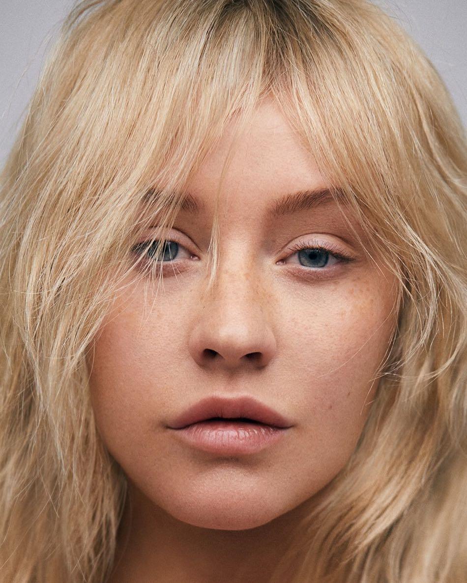 Без макияжа на обложке глянца — такую Кристину Агилеру вы еще не видели