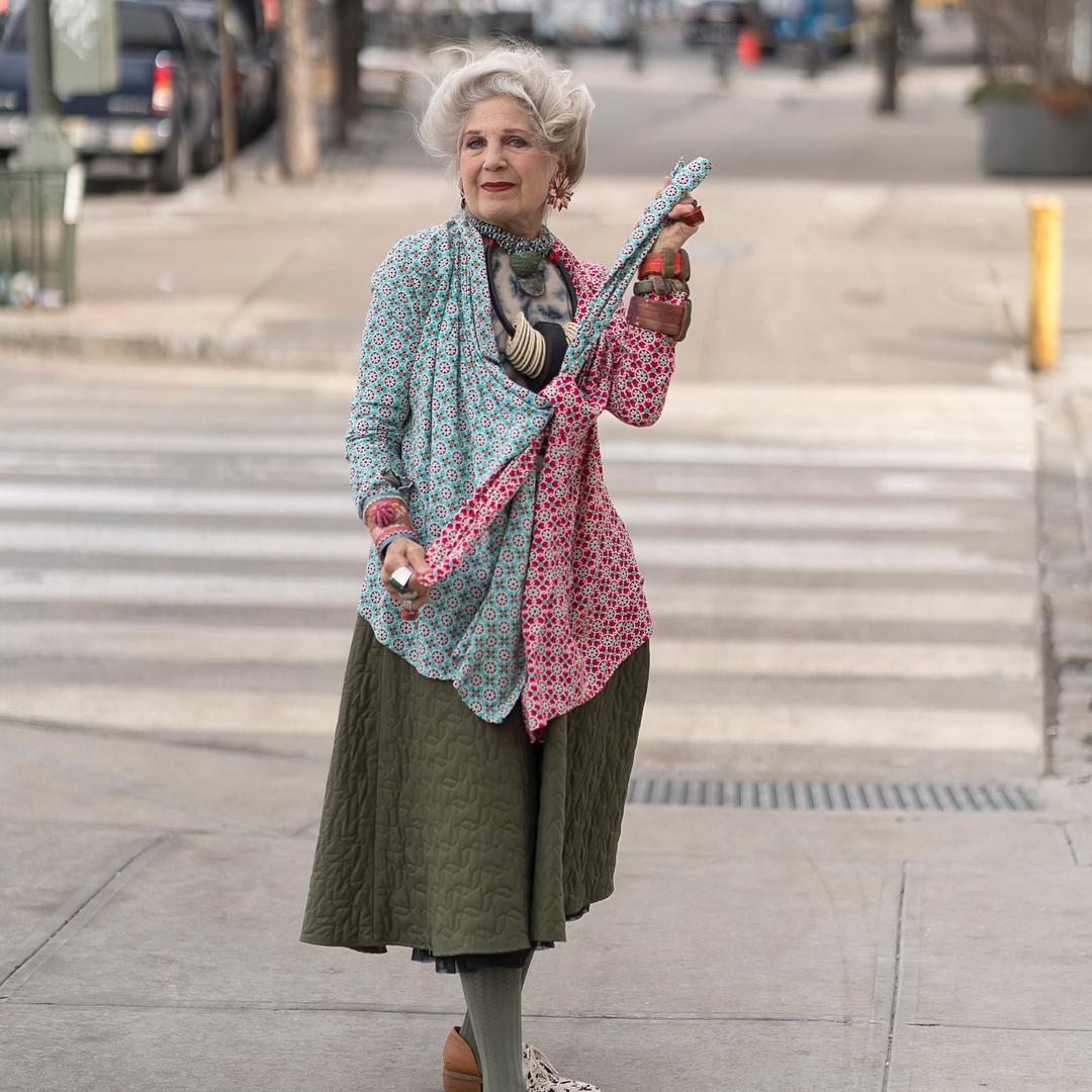 67-летняя бабуля создает эпатажные шляпки, о которых уже говорят во всем мире