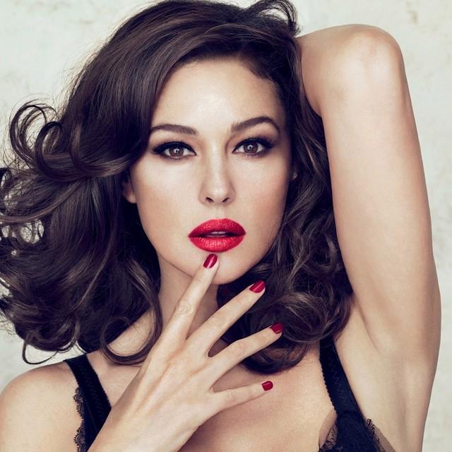 Как выглядеть элегантно, женственно и достойно: 3 совета от Моники Белуччи