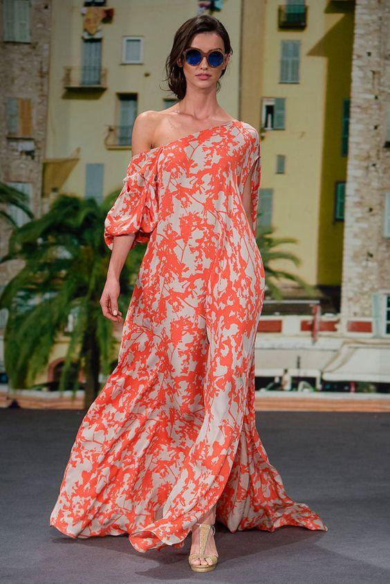 В фокусе моды — женственность: 6 стильных образов с платьями