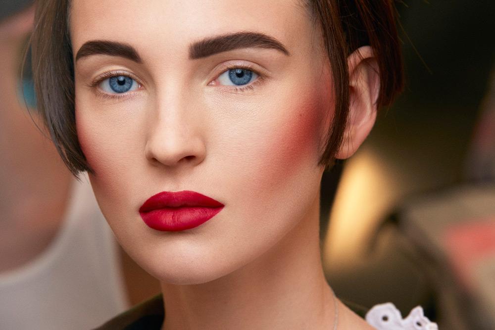Как сделать яркий макияж и не стать похожей на провинциалку: 6 полезных советов