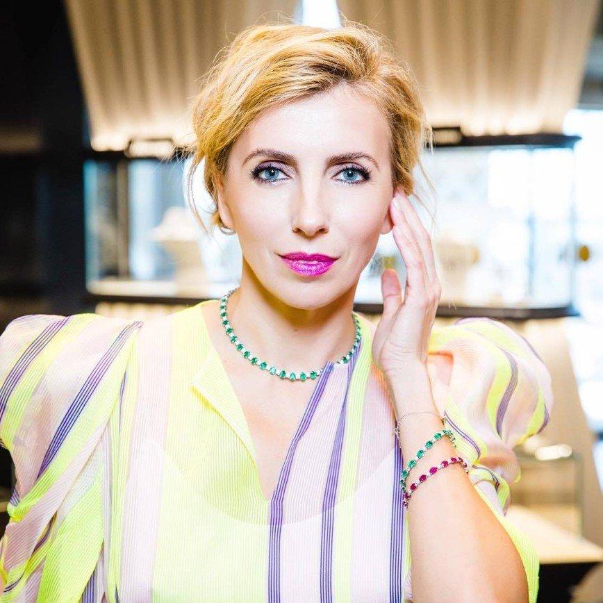 Модный провал: Светлана Бондарчук в крайне неудачном наряде на бранче Hello
