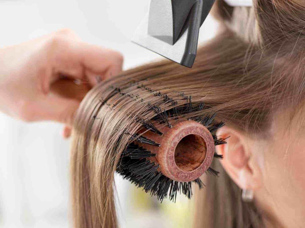 Гладкие и шелковистые: 7 трюков, чтобы сделать ваши волосы как из рекламы