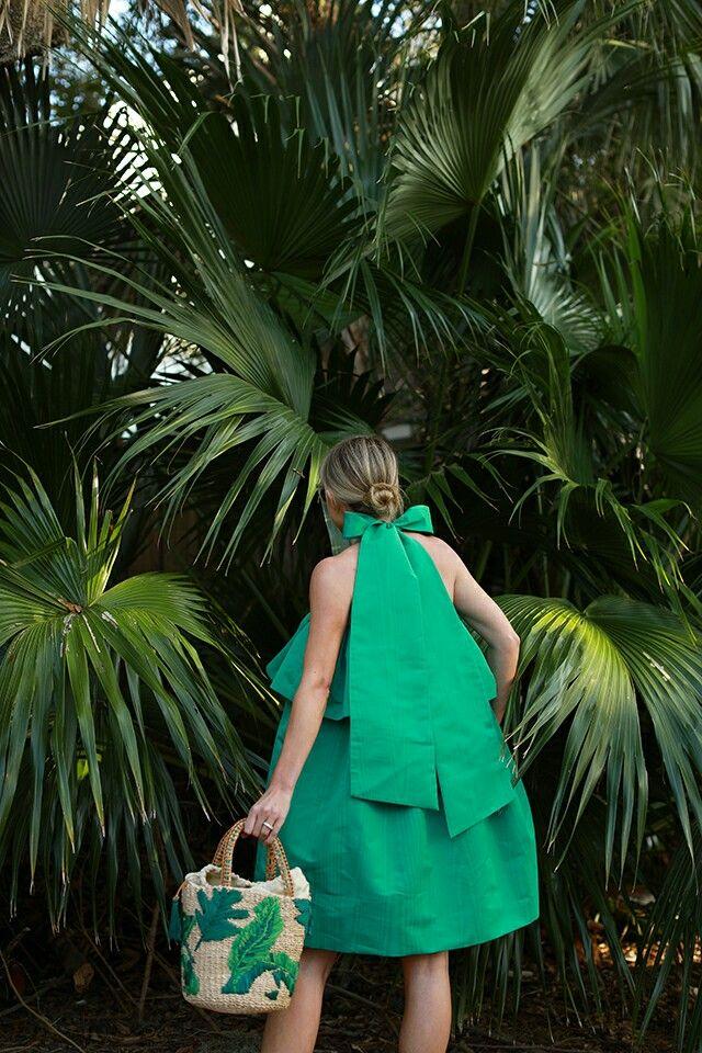 Малахит, мята и морская волна — 9 невероятных образов в оттенках зеленого для летнего отпуска