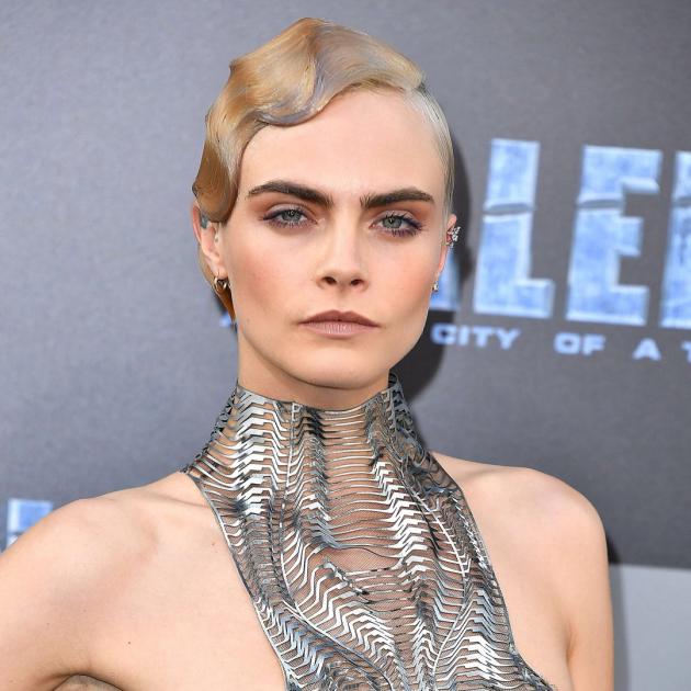 Боб покоряет Голливуд: 3 звезды, которые сделали самую модную прическу сезона