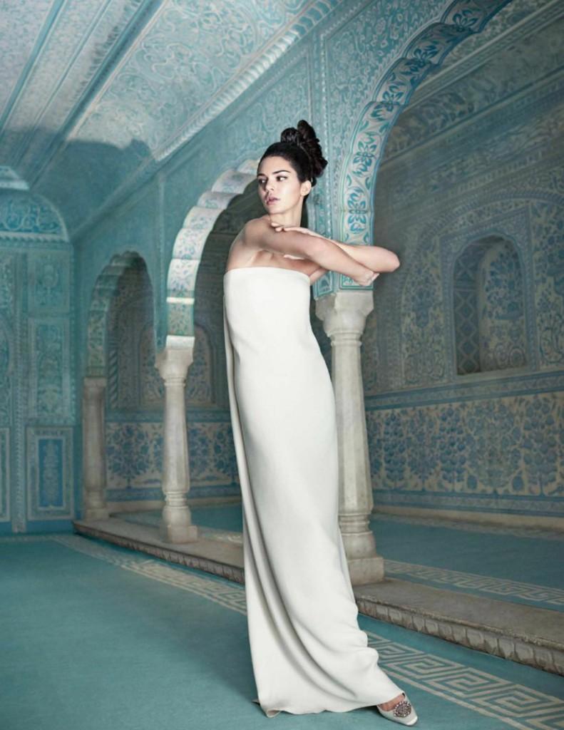 Роскошная Кендалл Дженнер украсила юбилейную обложку индийского Vogue (7 фото)