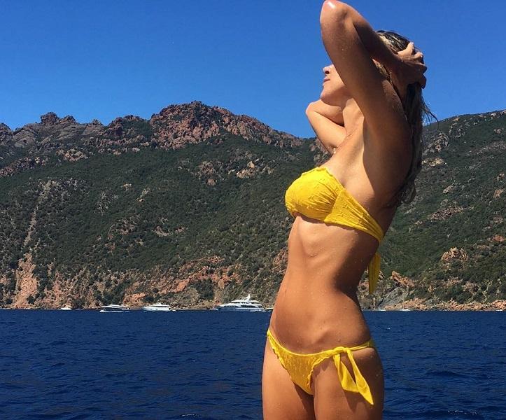 Лето, море, солнце: 12 пляжных трендов от российских звезд