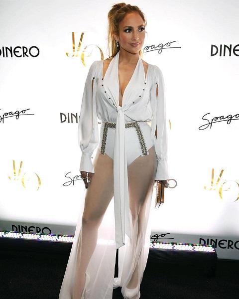 Дженнифер Лопес в прозрачных брюках вызвала ажиотаж на улицах Лас-Вегаса