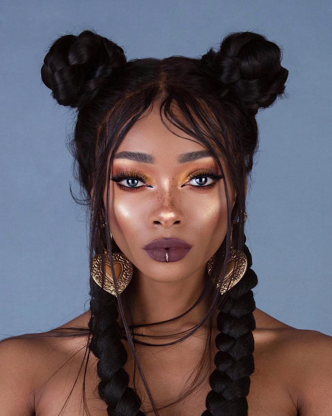 От волос этой модели сложно отвести взгляд, ведь ее образы восхищают