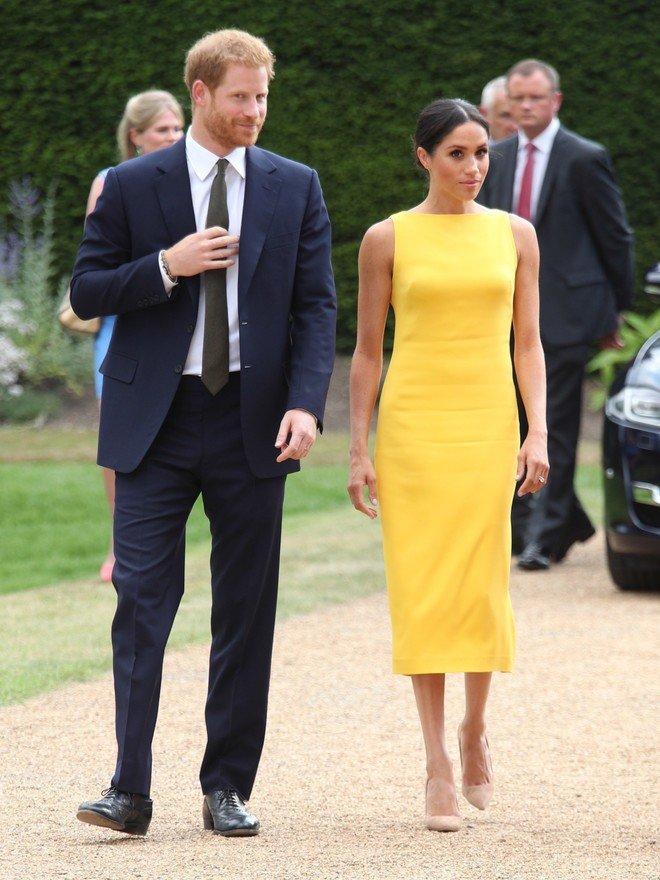 Вот как самые известные женщины мира носят этот модный цвет