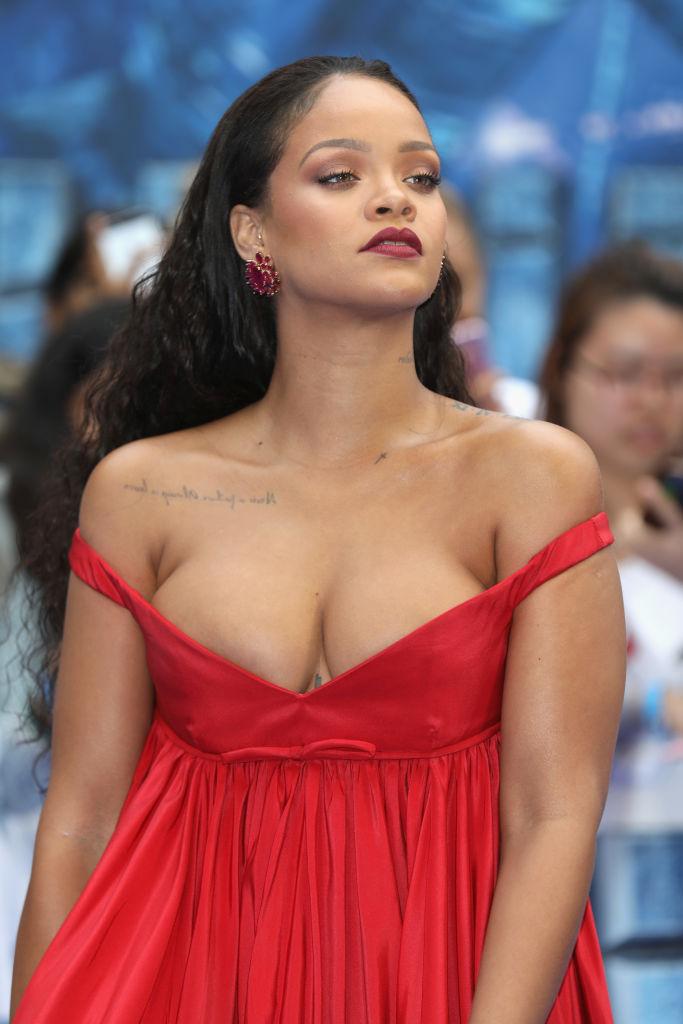Пример Рианны: как красиво показать грудь 5-го размера и быть не хуже худышек