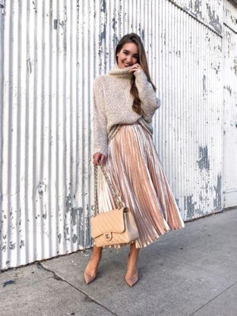 Снова на коне: 8 модных образов с юбками из бархата