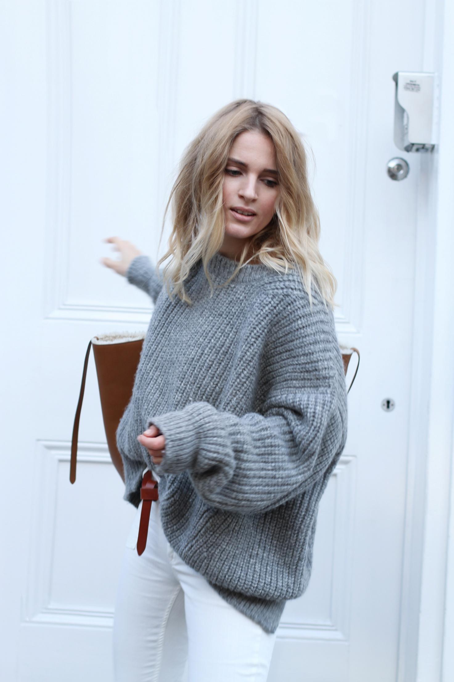 С чем носить свитер в цвете Neutral Gray: 8 трендовых образов