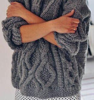Уютные вязаные свитера: 5 трендов, как и с чем носить этой зимой