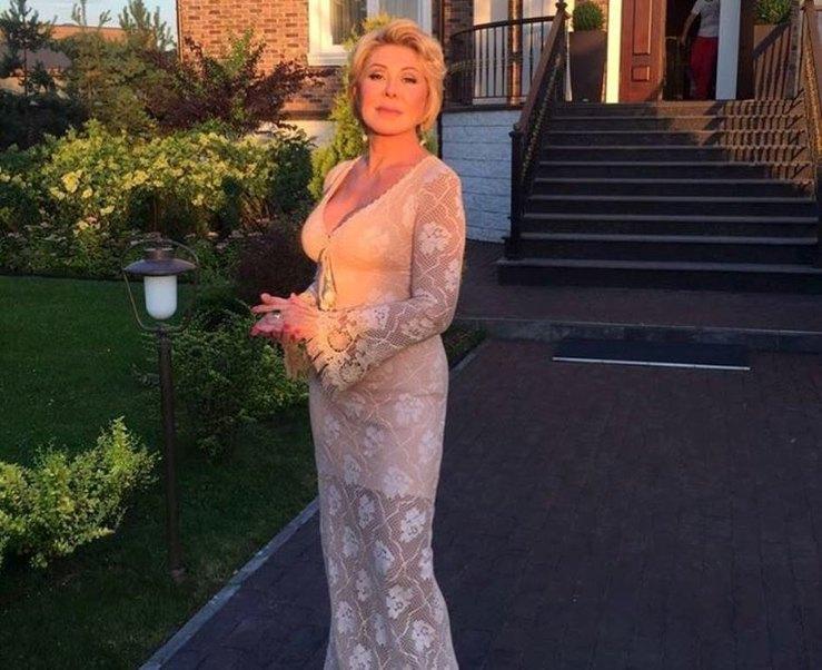 Голое платье в 63: Любовь Успенская удивила нарядом