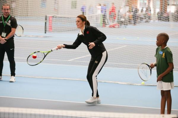 Беременная Кейт Миддлтон появилась на публике в спортивной форме