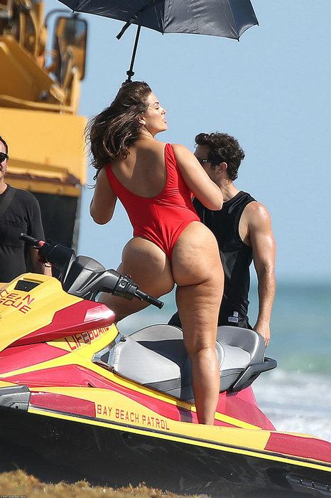 Эшли Грэм в роли «ангела» Victoria's Secret: яркая выходка модели Plus-Size