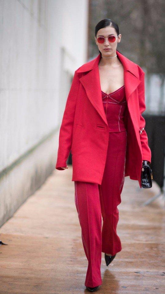 Никто не носит красный эффектнее, чем Бэлла Хадид: 10 лучших образов