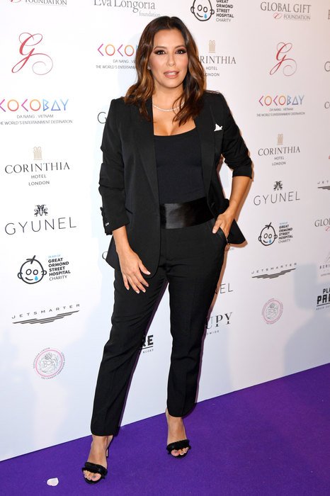 Черный Total-Look: Е. Лонгория и В. Бекхэм в смокингах на Global Gift Gala