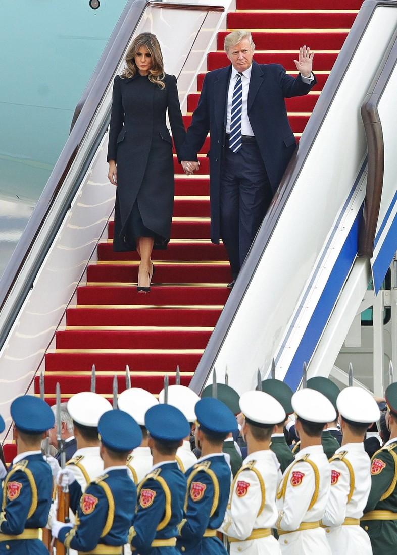 Какие теплые образы выбирает Мелания Трамп: 12 лучших выходов