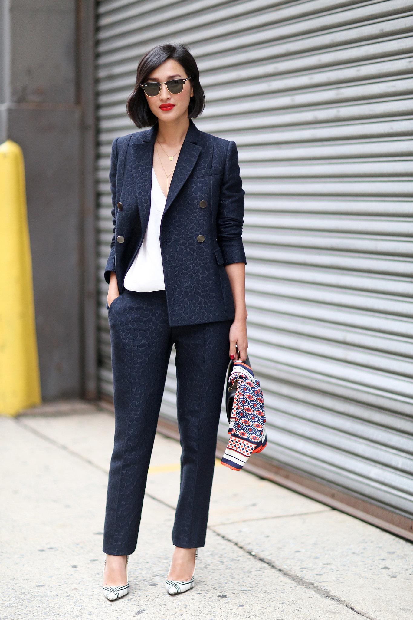 Как выбрать элегантный костюм: 6 изысканных образов для деловых леди