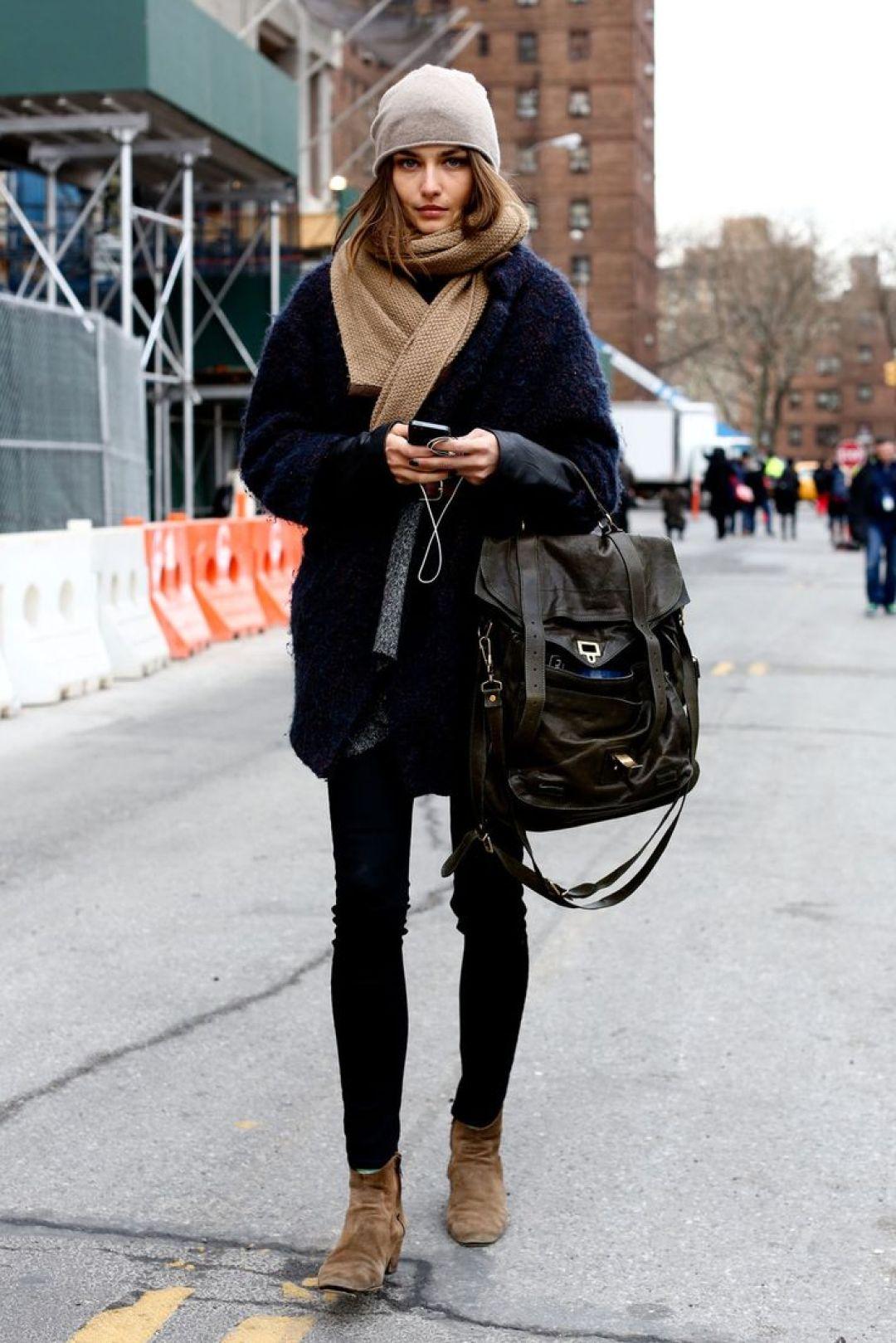 В ногу со временем: 8 стильных образов с пальто