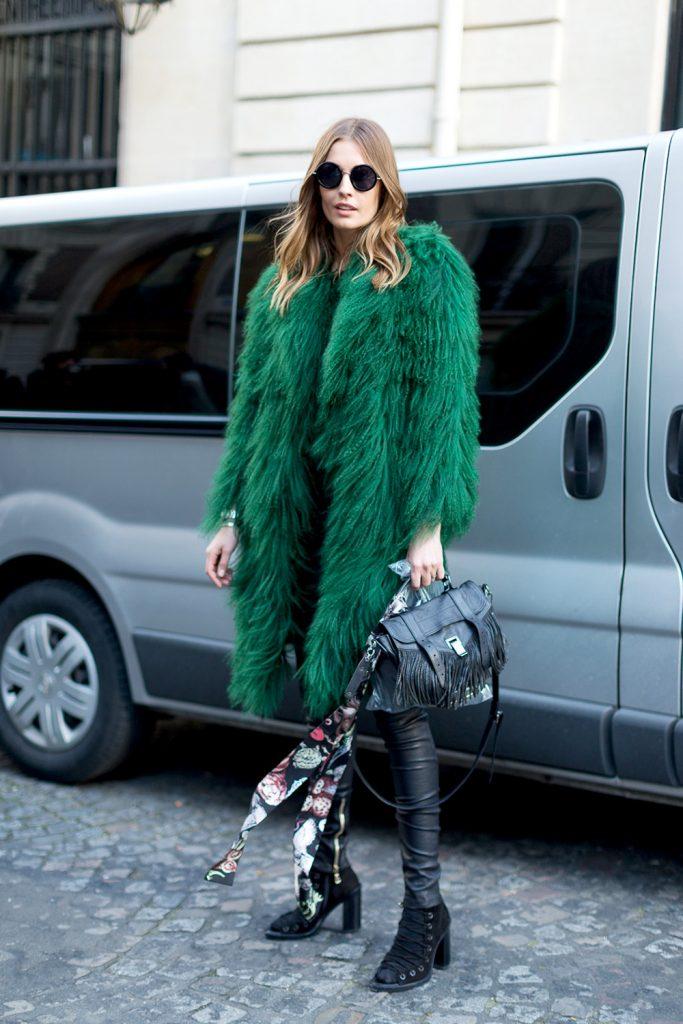 Яркая зима: 10 примеров, как ввести зеленый в свои образы