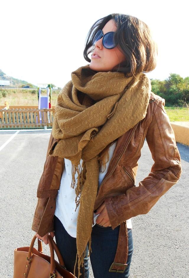 Стильный аксессуар: 6 модных способов, как носить объемный шарф