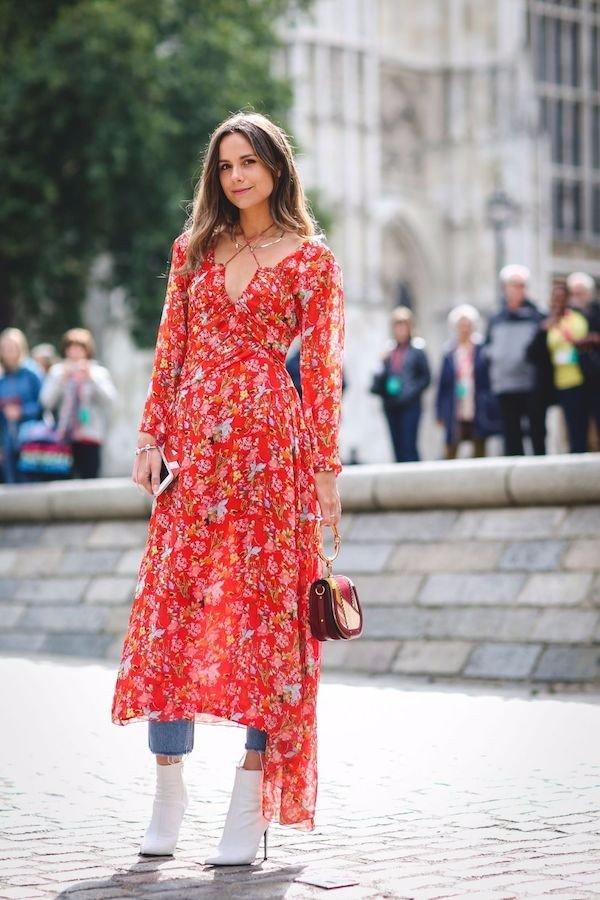 Модный БУМ: 7 вариантов, как сочетать джинсы с платьем