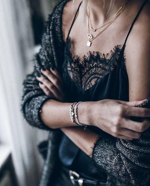 Модно до неприличия: 9 стильных комплектов с кружевным топом