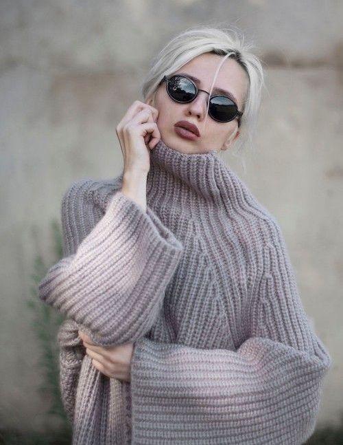 Красота, стиль и комфорт: 15 модных свитеров на холодное время