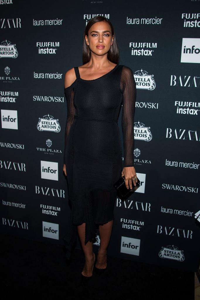 Ирина Шейк в черном платье