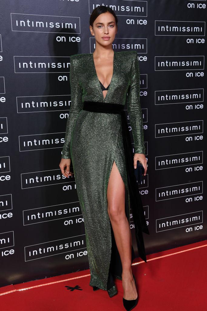 Ирина Шейк в платье с пайетками