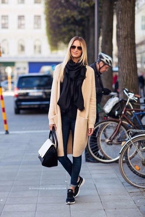 Нюдовые пальто: 9 женственных стрит-стайл образов