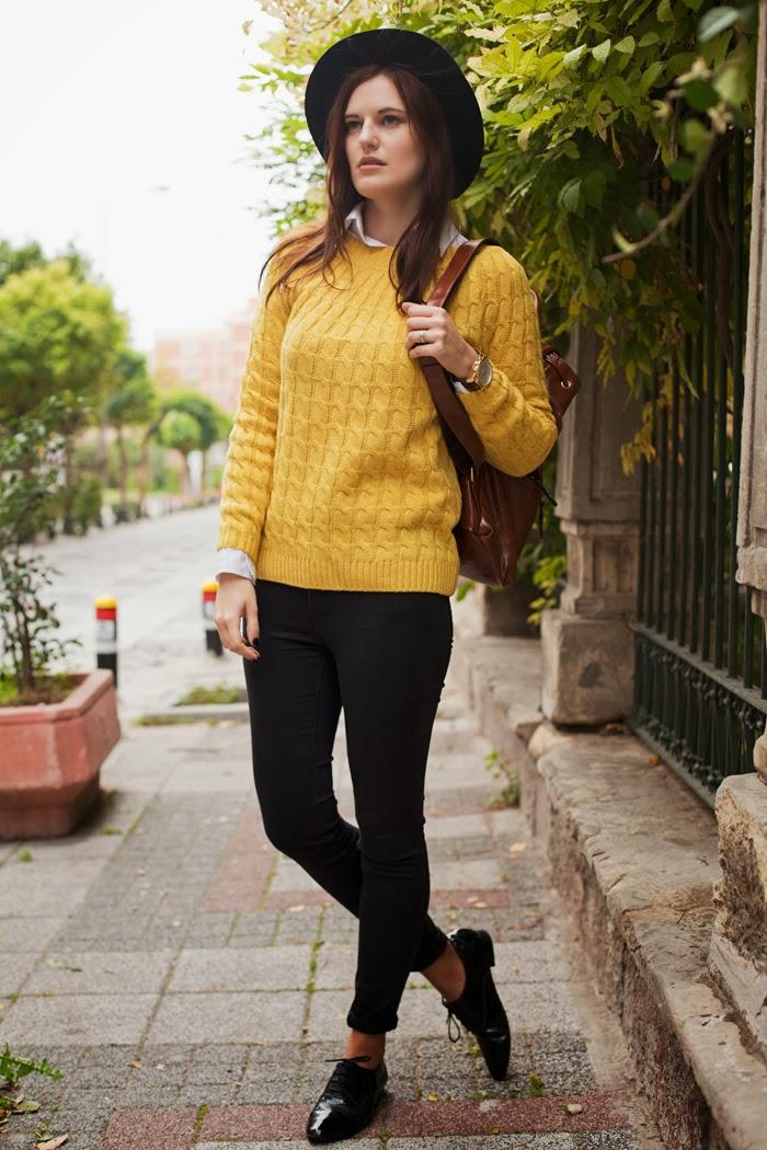 Как выбрать модный свитер: 7 стильных образов на каждый день