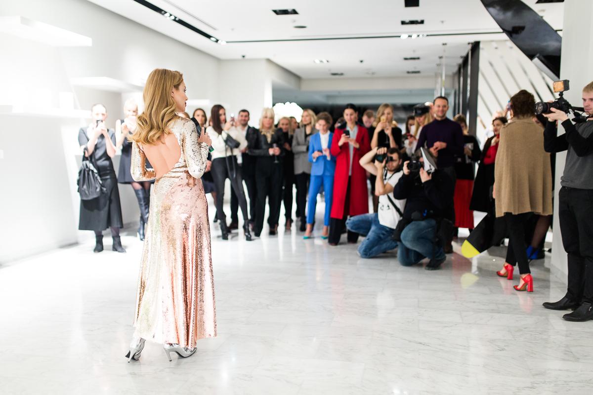 Космический блеск: Тина Кароль надела платье за $5000 от Emilio Pucci