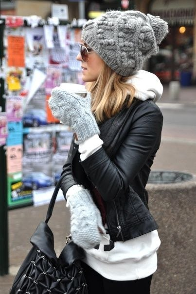 Немного дерзости: 8 идей, как стильно носить шапку этой зимой