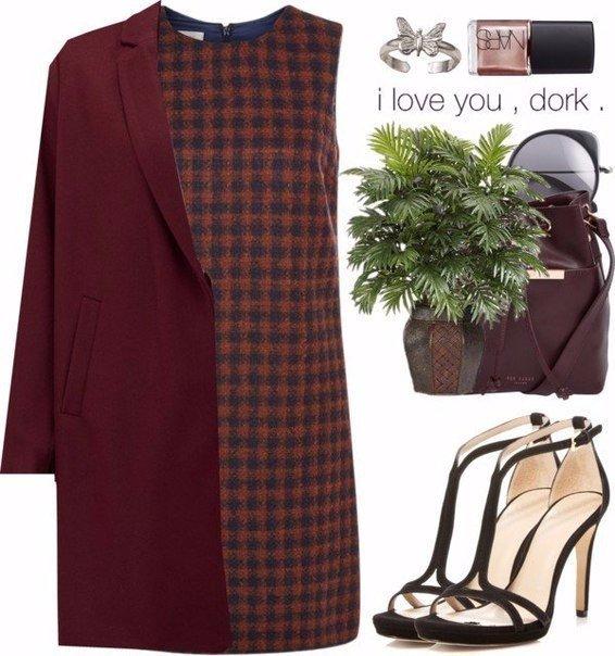 Бордовое пальто: 6 актуальных идей для зимних выходов