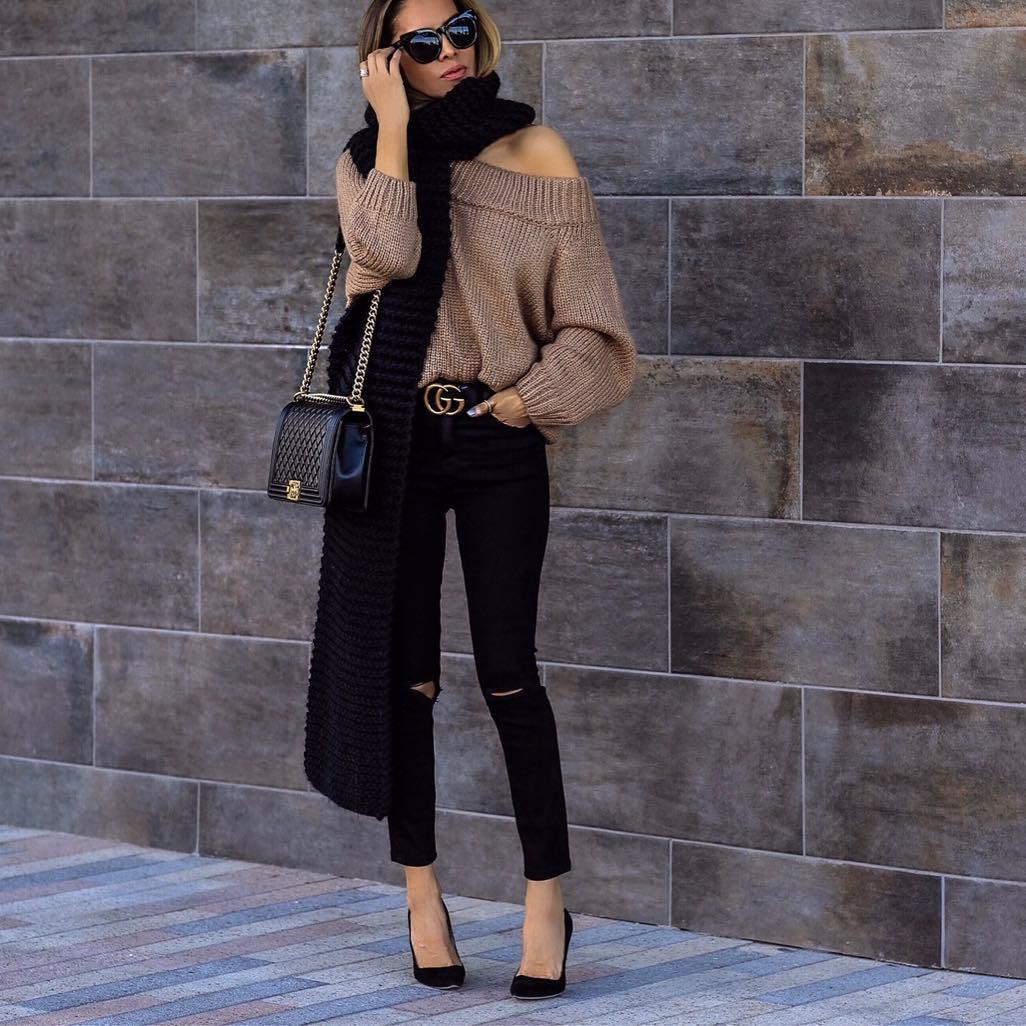 Свитер на одно плечо: 10 вариантов, как носить зимой